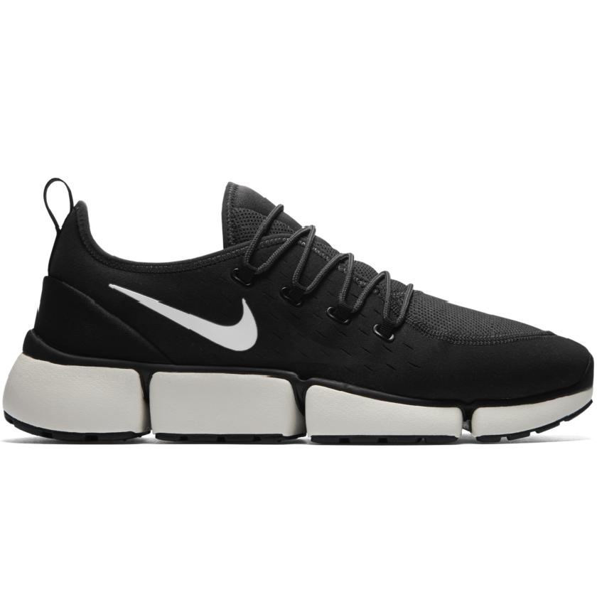 Nike Pocket Fly DM Sneaker