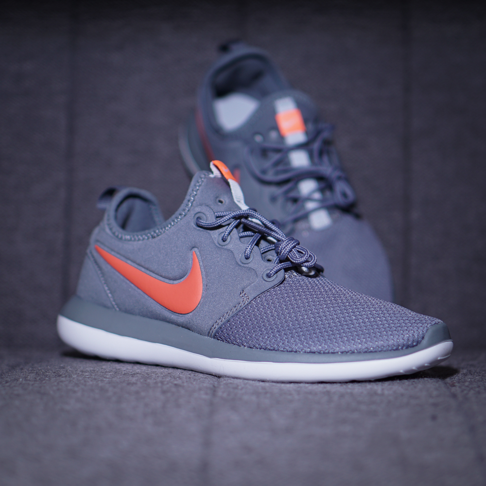 6a870a685f6e2 Nike Roshe Two GS Sneaker Kinder Schuhe grau orange