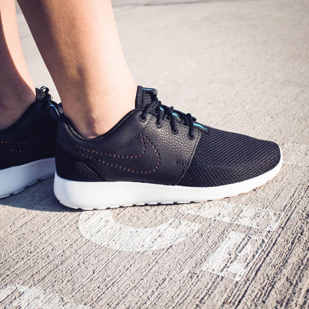 nike roshe one premium damen sneaker schwarz 833928 002. Black Bedroom Furniture Sets. Home Design Ideas